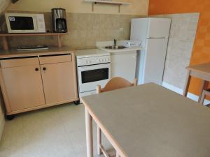A kitchen or kitchenette at Les Berges