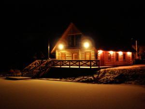 Vilks un Briedis Holiday Home & Wellness Area under vintern