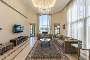 A seating area at Chic 5BR Villa with Private Pool on Palm Jumeirah