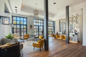 The lounge or bar area at Serras Barcelona
