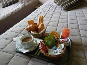 Breakfast options available to guests at Hotel Du Golf