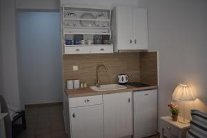 A kitchen or kitchenette at Filippos