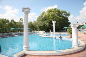 Het zwembad bij of vlak bij Duni Holiday Village - All Inclusive