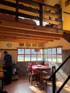 Un restaurant u otro lugar para comer en La Ribera - Sepúlveda 191