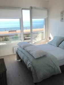 A bed or beds in a room at Sea View