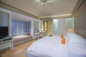 A bed or beds in a room at Rest Detail Hotel Hua Hin