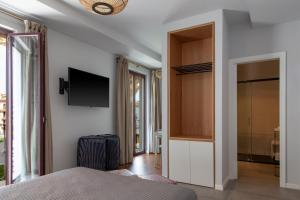 A television and/or entertainment center at Welldone Metropol