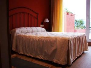 A bed or beds in a room at PLAYA Santa Baia