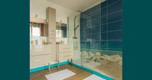 A bathroom at Mas La Marchette