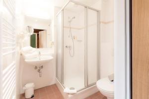 Ein Badezimmer in der Unterkunft JUFA Hotel Stubenbergsee