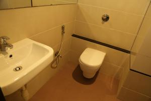 A bathroom at HOTEL MADNI ROYALE (50 Mtrs from Dargaah), Ajmer