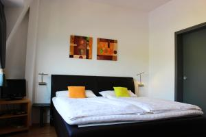 A bed or beds in a room at Pension Adelheid