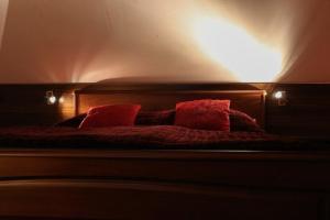 Posteľ alebo postele v izbe v ubytovaní Penzión Grand