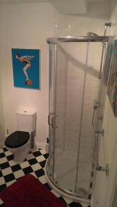 A bathroom at Two Moors Retreat