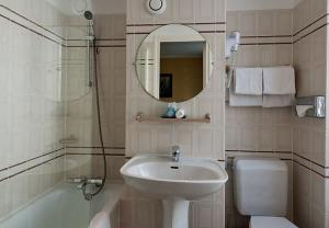 A bathroom at Opera Deauville