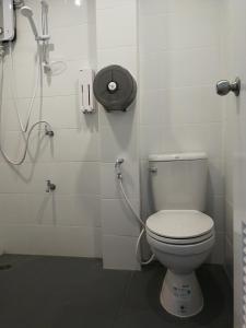 ห้องน้ำของ F Plus F Hostel