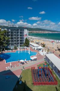 נוף של הבריכה ב-Platinum Hotel & Casino או בסביבה