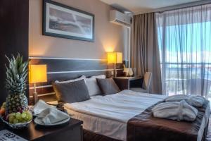 מיטה או מיטות בחדר ב-Platinum Hotel & Casino