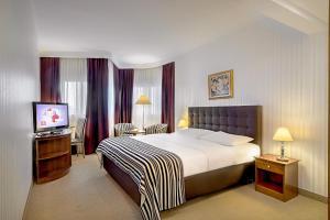 Een bed of bedden in een kamer bij Hotel Dubrovnik
