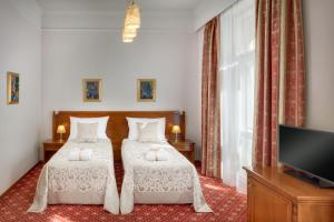 A bed or beds in a room at Boutique Hotel Seven Days