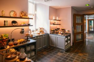 A kitchen or kitchenette at Vienna House Easy Castrop-Rauxel