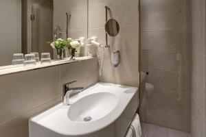 A bathroom at Parkhotel CUP VITALIS