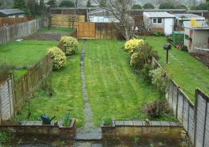 A garden outside Large Cosy House Ideal for Corporate Lets