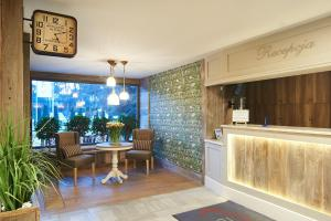 The lobby or reception area at Obiekt Hotelarski Patron
