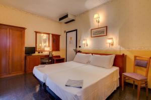 A bed or beds in a room at Best Western Hotel San Donato
