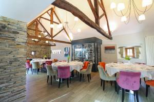 Ein Restaurant oder anderes Speiselokal in der Unterkunft Loire & Sens