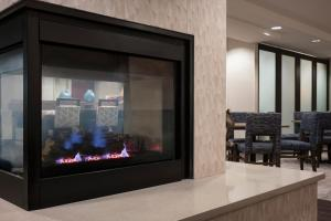 A television and/or entertainment centre at Hampton Inn Denver-West/Golden