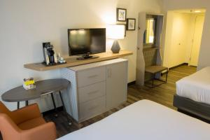 A television and/or entertainment center at Holiday Inn Orlando International Airport, an IHG Hotel
