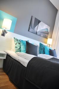 A bed or beds in a room at Sky Hotel Apartments, Stockholm