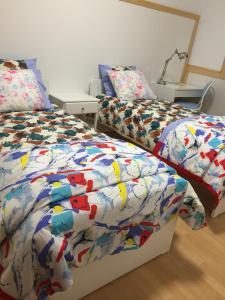 Łóżko lub łóżka w pokoju w obiekcie Geranio Blanco