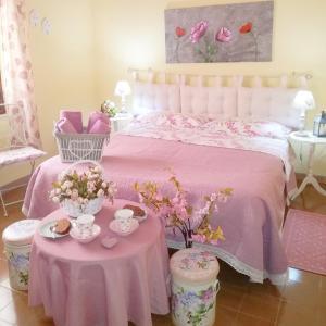 A bed or beds in a room at B&b il Giardino da Pina