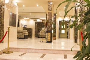 O saguão ou recepção de Doosh Teeba Hotel Suites