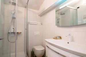 A bathroom at Hotel Vila Sikaa