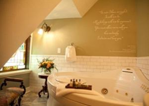 A bathroom at Rivertown Inn