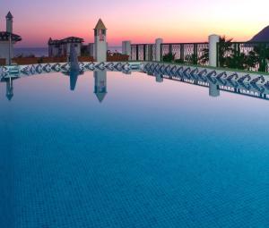 Het zwembad bij of vlak bij Sol Los Fenicios