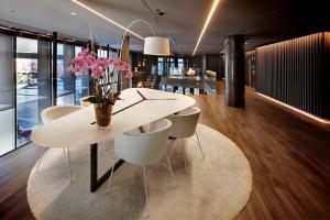 The lobby or reception area at Olivia Balmes Hotel