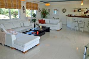 Area soggiorno di Elea Hotel Apartments and Villas
