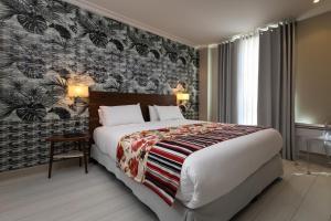 מיטה או מיטות בחדר ב-Résidence & Spa Le Prince Régent
