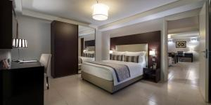 A bed or beds in a room at Fraser Suites Abuja