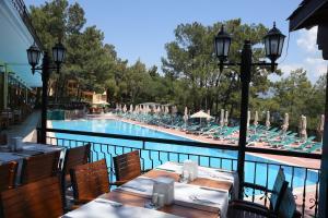Вид на бассейн в Marmaris Park Hotel или окрестностях