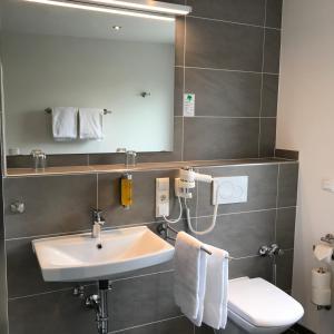 A bathroom at Hotel Select Suites & Aparts