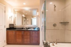 A kitchen or kitchenette at True 1BR Balcony Suite with Strip View at MGM Signature