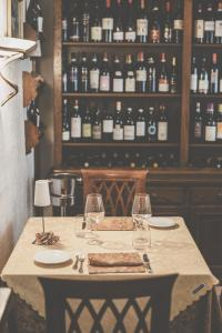 A restaurant or other place to eat at Ristorante Residence Giardini