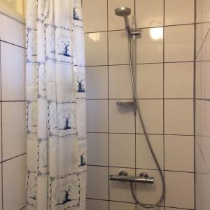 A bathroom at Molen Kapschuur