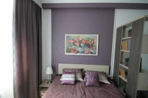 Кровать или кровати в номере Apartment on Medovaya