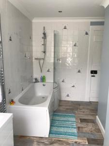 A bathroom at Carrick Farm